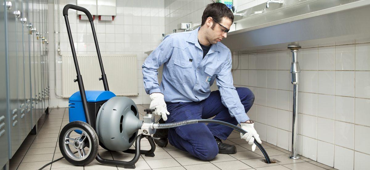 Comment faire appel à un technicien plombier compétent et prompt à Paris?