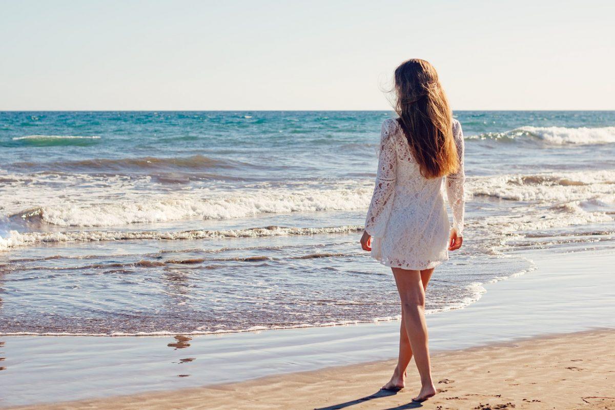 La robe blanche : un indispensable de la garde robe